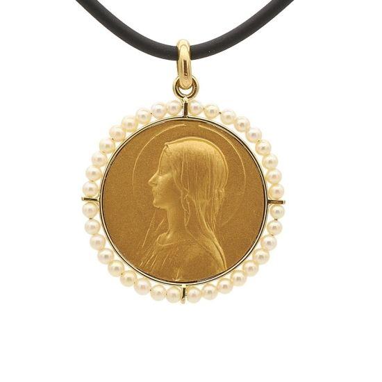 Medalla de oro amarillo y perlas