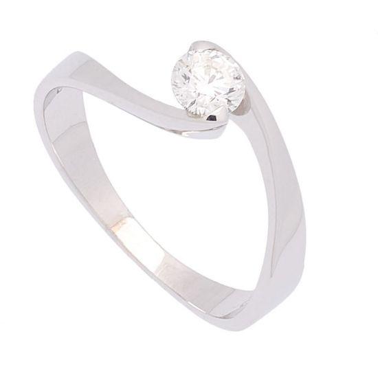 Sortija de oro blanco y diamante.